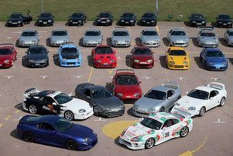 Поклонники модели в Великобритании оказались настоящими фанатами: на мероприятие в Гейдоне приехало около 100 автомобилей.