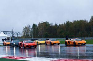 День Lamborghini на Moscow Raceway. Легко ли рулить «Авентадором» под проливным дождём?