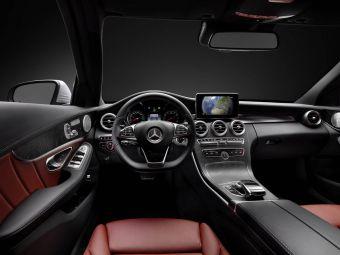 Оба автомобиля будут официально представлены в следующем году. На фото — интерьер нового Mercedes-Benz C-Class.