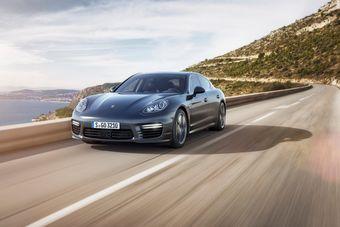 Porsche Panamera Turbo S и ее удлиненный вариант Panamera Turbo S Executive оснащены 570-сильным мотором и всеми возможными системами для активного вождения.