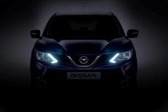 Дизайн передней части нового Nissan Qashqai подчеркивают U-образная накладка решетки радиатора и блоки светодиодов ходовых огней, напоминающие по форме бумеранги.