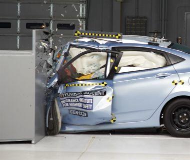 Компакты провалили краш-тест: Mazda2 и Yaris — «плохо», Versa, Prius c и Fit — «очень плохо»