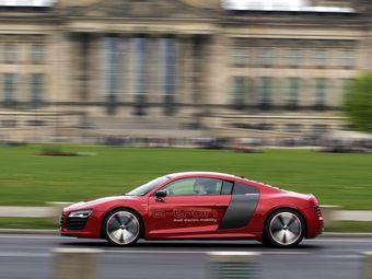 Изменению планов Audi поспособствовало развитие аккумуляторных технологий — современные батареи отличаются большей емкостью и меньшими габаритами.