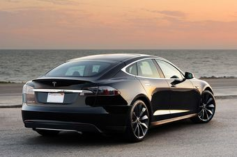 Вскоре после публикации данных о взломе систем электрокаров в Интернете, к одному из «хакеров» обратились представители Tesla, заявившие, что действия владельца Model S могут быть классифицированы как промышленный шпионаж и ведут к потере гарантии на автомобиль, чья стоимость в США составляет около 100 тысяч долларов.