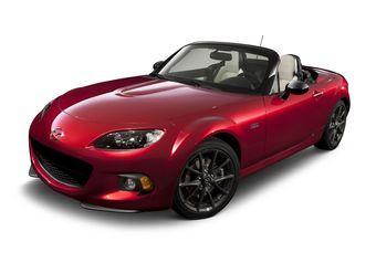 Специальная модификация оснащается двухлитровым 170-сильным двигателем, которым комплектуются все MX-5 на рынке США. Представители Mazda сообщают, что юбилейная версия родстера комплектуется облегченной поршневой группой и маховиком.