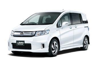 Обновленный Honda Freed Spike в комлпектации Hybrid Just Selection.