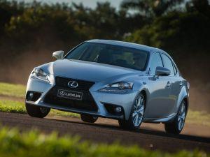 Седан Lexus IS оснастят турбомотором от кроссовера NX