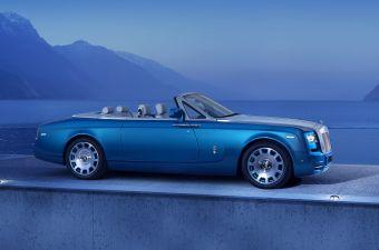 Кабриолет получит девятислойную светло-голубую окраску кузова, отдельных деталей двигателя и колесных дисков — таким решением Rolls-Royce напомнит о серии гоночных катеров и автомобилей под названием Bluebird, которыми пользовался в своей карьере Малькольм Кэмпбелл.