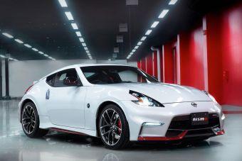 Купе получило обновленную внешность — основные изменения затронули переднюю часть 370Z, которая, по заявлению производителя, теперь оформлена в стиле Nissan GT-R.