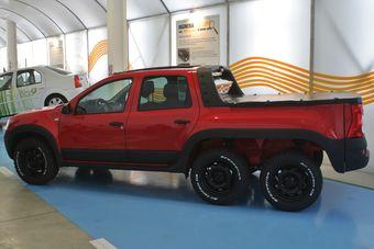 О технической составляющей пикапа известно лишь то, что автомобиль имеет привод только на четыре колеса. Дорабатывалась ли силовая установка машины для соответствия изменениям в габаритах и массе не сообщается.