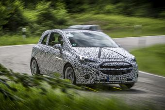 Официально представители Opel не уточняют, является ли показанный хэтчбек совершеннно новым поколением Corsa или это масштабное обновление прежней версии модели, выпускающейся с 2006 года.