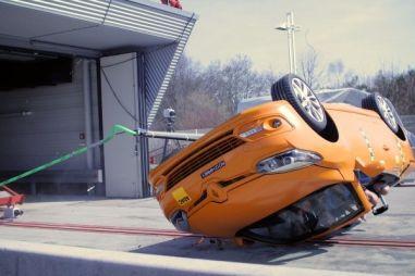 Немецкий клуб ADAC проверил уровень безопасности кабриолетов при опрокидывании