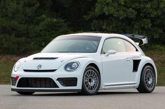 Под капотом Beetle GRC находится 1,6-литровый турбодвигатель TSI, форсированный до 544 л.с. Мотор работает вместе с шестиступенчатой секвентальной коробкой передач и системой полного привода. До 96 км/ч гоночный «Жук» разгоняется за 2,1 секунды.