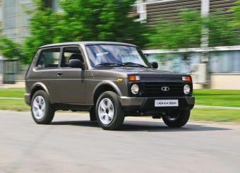 Ожидается, что под капотом Lada 4x4 Urban останется 83-сильный 1,7-литровый мотор, известный по текущей версии внедорожника. Автомобиль сохранит постоянный полный привод, но лишится понижающей передачи и получит сокращенный на 20 мм клиренс (из-за 17-дюймовых колесных дисков).