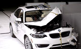 Автомобиль стал первой в истории тестов IIHS моделью BMW, которая хорошо показала себя в испытании с ударом о малое перекрытие.