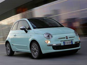 На российском рынке Fiat 500 доступен с двигателями 1,2 и 1,4 литра, которые развивают 69 и 100 л.с. мощности соответственно. В качестве трансмиссии предложена пятиступенчатая «механика» или «робот» с аналогичным количеством диапазонов.