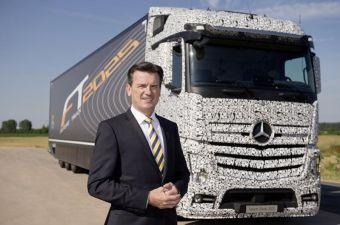 Концептуальный дальнобойный грузовик Mercedes-Benz Future Truck 2025 способен передвигаться в режиме «автопилота» на скорости до 80 км/ч.