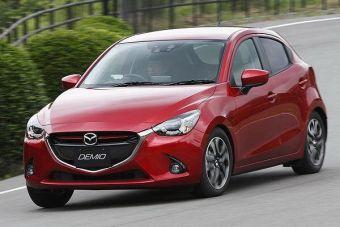 В оформлении внешности хэтчбека Mazda сделала ставку на фирменный стиль «Kodo», который должен привлечь к модели молодую аудиторию.