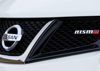 1,8-литровый бензиновый турбомотор появится на обеих моделях в следующем году.