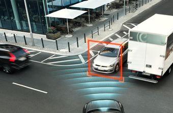 Представители Volvo утверждают, что новинка станет первым в мире автомобилем, укомплектованным системой защиты пассажиров при съезде с дороги.