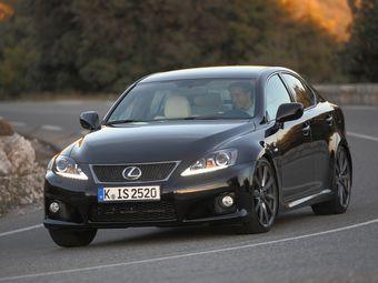 IS F появился в 2007 году на базе седана Lexus IS предыдущего поколения. Автомобиль оснащен 5,0-литровым 423-сильным двигателем V8 2UR-GSE, развивающим 505 Нм крутящего момента.