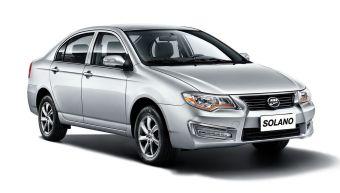 Автомобиль получил видоизмененную переднюю часть с бампером, решеткой радиатора и фарами новой формы.