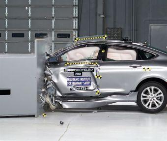 По итогам краш-теста кузов автомобиля сохранил необходимое свободное пространство вокруг водителя, а зафиксированные датчиками манекена данные указали на низкую вероятность получения серьезной травмы в ДТП.