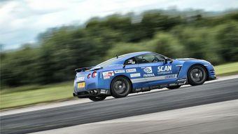 За рулем Nissan GT-R британец разогнался до 321 км/ч. Запись об этом достижении передана в комиссию книги Гиннесса, чтобы сертифицировать возможный рекорд.