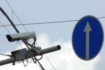 Данный тип камер можно устанавливать только на прямых участках дорог без съездов и светофоров, причем расстояние между двумя контрольными устройствами может составлять от 500 метров до 10 километров.