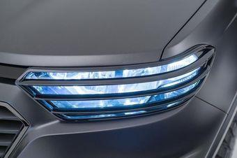 Ранее представители General Motors сообщили, что новинка по стилистике будет ближе к модельному ряду Chevrolet, чем прежняя версия модели.