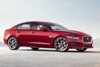 Jaguar XE поборется за покупателей с компактными седанами BMW 3-Series и Audi A4.