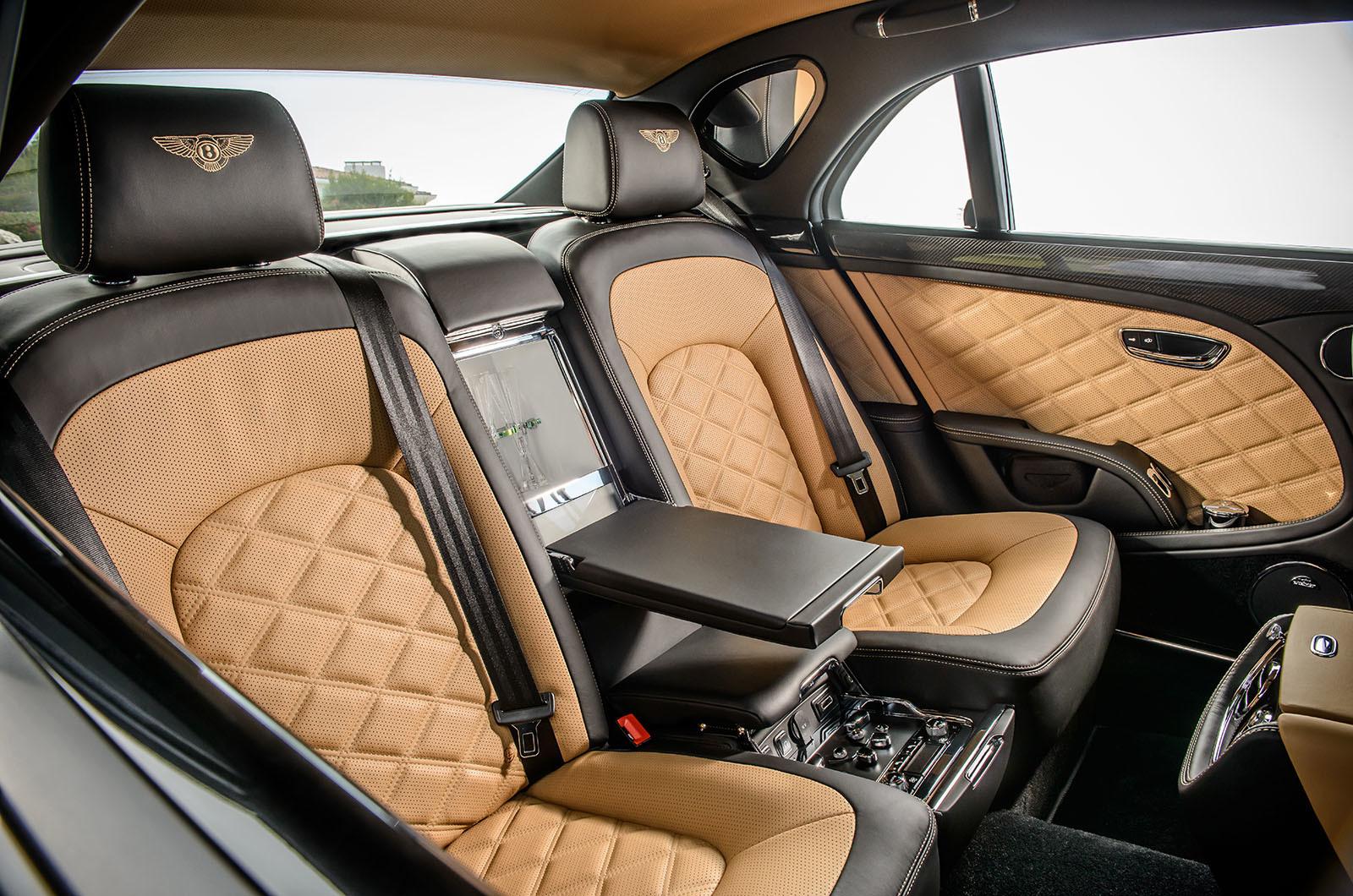 Париж стал местом премьеры шикарного седана Bentley