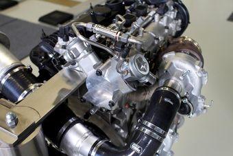 В разработке нового силового агрегата серии Drive-E приняли участие специалисты из спортивного подразделения Polestar, а также эксперты из компаний AVL и Denso, занимающихся выпуском автомобильных комплектующих.