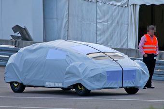 Авторы снимков утверждают, что по габаритам концепт схож с представительским седаном S-Class.