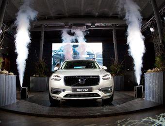 Впервые Volvo XC90 увидел свет в 2002 году. За 12 лет существования модель неоднократно получала обновления, но все они были незначительными. Теперь автомобиль полностью переделали.