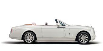 Maharaja Phantom Drophead Coupe приурочен к 100-летнему юбилею «союза» Rolls-Royce и индийских махараджи — только за последние 50 лет правители Индии заказали себе порядка 840 уникальных автомобилей британского производителя.