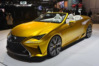 Lexus LF-C2 можно назвать прототипом открытой версии купе Lexus RC.