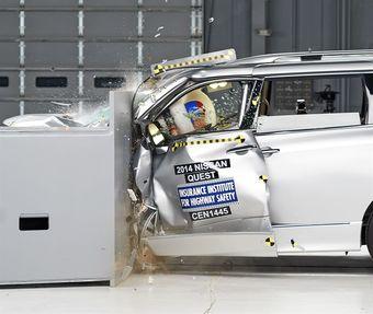 Высший результат среди протестированных моделей — оценка «удовлетворительно» — у минивэна от Тойоты. Инженеры японской компании обновили силовую часть кузова минивэна в передней части, но и это не спасло автомобиль от сильной деформации при ударе о 25-процентный барьер.