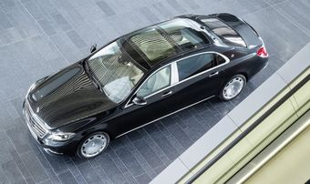 Купе совместной разработки Мерседеса и спортивного подразделения AMG было официально представлено в начале сентября, а лимузин показали в Лос-Анджелесе на минувшей неделе.