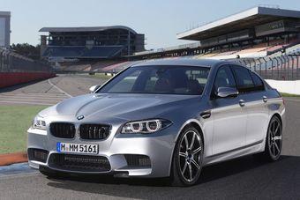 Речь идет о цвете Pure Silver Metal, который входит в список эксклюзивного дооснащения BMW Individual. Впервые этот вариант окраски был представлен на обновленном спортивном седане BMW M5 в 2013 году.