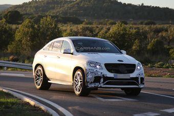 Несмотря на камуфляж, на снимках видно, что близкий к производственному вариант GLE мало отличается от концепта Coupe SUV, показанного в Пекине в апреле 2014 года.