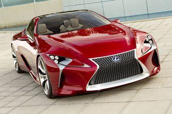 По предварительной информации, LC 500 получит восьмицилиндровый V8 объемом пять литров от модели RC F, развивающий 471 л.с. мощности и 530 Нм тяги. С учетом принятой Lexus номенклатуры названий, LC 500h станет гибридной версией купе.