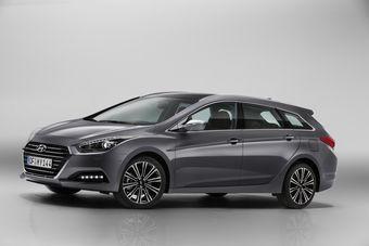 В Европу седан и универсал i40 поставляется только с дизельным мотором объемом 1,7 литра, выпускающимся в двух модификациях — 115 л.с. и 280 Нм или 141 л.с. и 340 Нм.