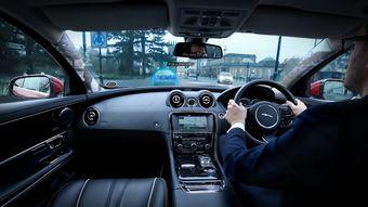 Благодаря новой технологии автомобилисту будет гораздо проще заметить находящихся рядом с машиной пешеходов, велосипедистов или другие транспортные средства.