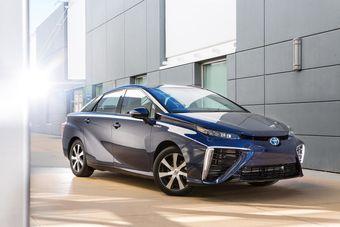 Отдача электромотора Mirai достигает 154 л.с. По данным Тойоты, завести силовую установку Mirai можно при температуре до -30 градусов по Цельсию.