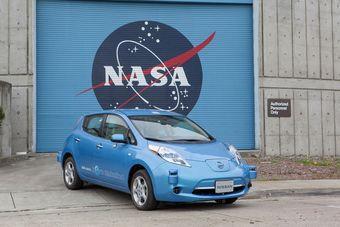Специалисты двух организаций намерены провести испытания электромобилей с функцией автопилота на территории исследовательского центра NASA под названием Ames в штате Калифорния.