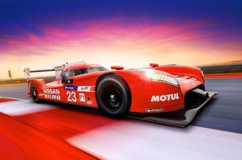 Под капотом GT-R LM Nismo находится трехлитровый мотор V6 с двумя турбонагнетателями, а крутящий момент передается на колеса при помощи пятиступенчатой секвентальной коробки передач и дифференциала повышенного трения.
