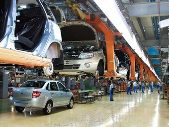 По сравнению с декабрем 2014 года производство «легковушек» упало на 44,8%.
