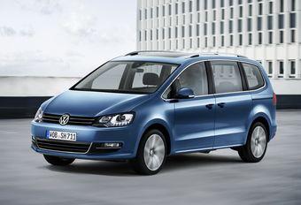 Производитель немного скорректировал внешность минивэна, приведя облик машины в соответствие с принятой брендом Volkswagen дизайнерской концепции.