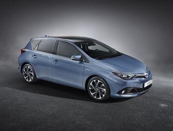 Тойота пока не уточнила подробности о силовых установках, но в анонсе говорится, что Auris получит доработанные дизельные и бензиновые двигатели. Гибридная версия также останется на рынке.